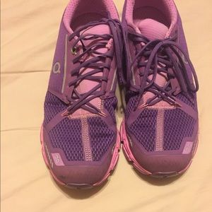 On Cloud flyer running shoes, Size 9M